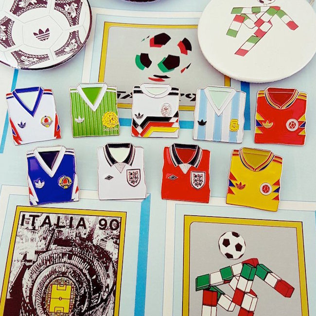Football Christmas Gifts: Hallyink Italia 90 pin badges
