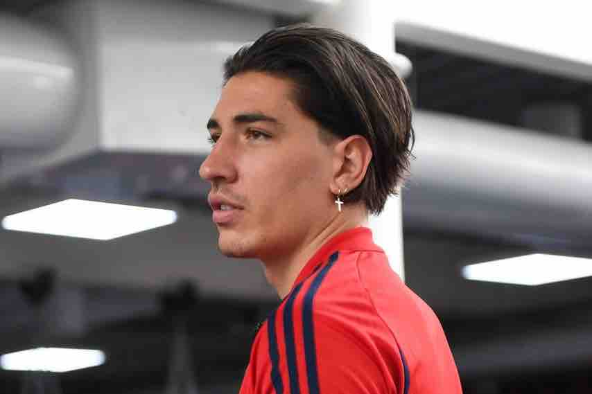 Photo Hector Bellerin shows off his new haircut