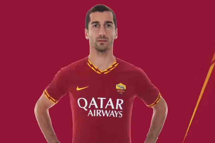 separation shoes 2eb46 9dc6b Photo: Henrikh Mkhitaryan poses in a Roma shirt after loan ...